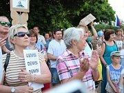 V Kladně se demonstrovalo na náměstí Svobody.