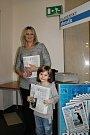 Na akci nechyběli ani zástupci Kladenského deníku - distributorka Andrea Muziková s dcerou Terezkou