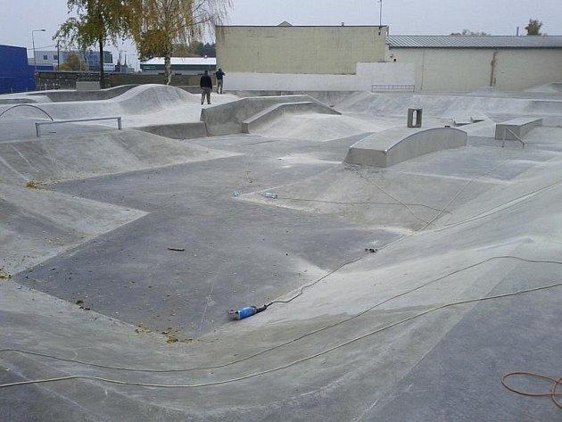 Nový skatepark u hlavního nádraží v Kladně.