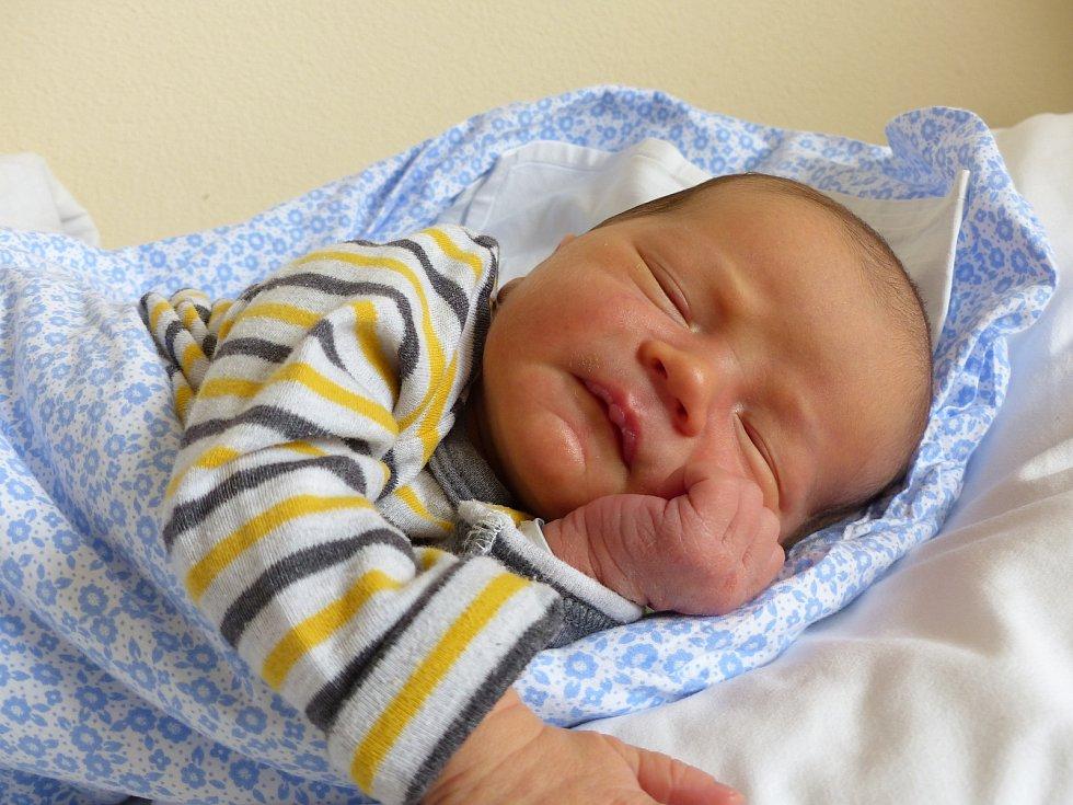 Matěj Suchánek se narodil 9. ledna 2021 v kolínské porodnici, vážil 3910 g a měřil 51 cm. Do Opočnice si ho odvezli sourozenci Elena (9), Vojta (6) a rodiče Simona a Ondřej.