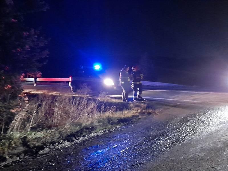Na silnici I/16 u obce Sazená se 13. října 2021 srazil osobák s dodávkou, dva lidé uhořeli, čtyři jsou těžce zranění.
