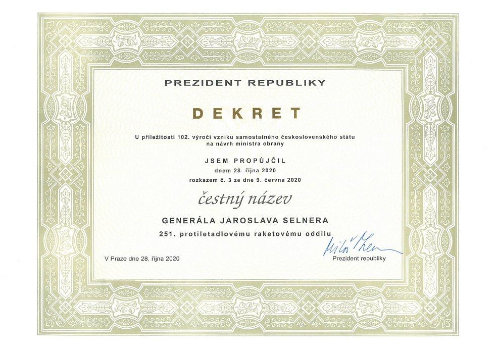 """Čestný název """"generála Jaroslava Selnera"""" byl oddílu propůjčen na základě dekretu prezidenta republiky Miloše Zemana."""