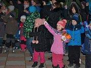 Rozsvícení vánočního stromu v Srbech.