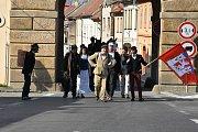 Ve Velvarech se konal další ročník Vajíčkobraní, v jehož závěru se sedm občanů vydalo na pochod s vařenými vejci do Prahy.