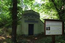 Vodojem v Lánech podle návrhu architekta J. Plečnika.