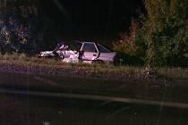 Středeční noční nehoda v dešti u Lotouše.