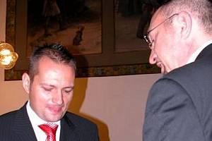 První homosexuální pár se v Kladně registroval hned 1. července 2006. Budou kladenské matrikářky těmi, které zpečetí svazek tisícího páru gayů nebo lesbické dvojice v České republice?