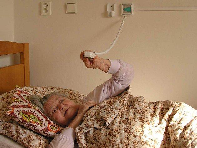 Signalizační zařízení je umístěno v každém pokoji a na sociálním zařízení v domově.