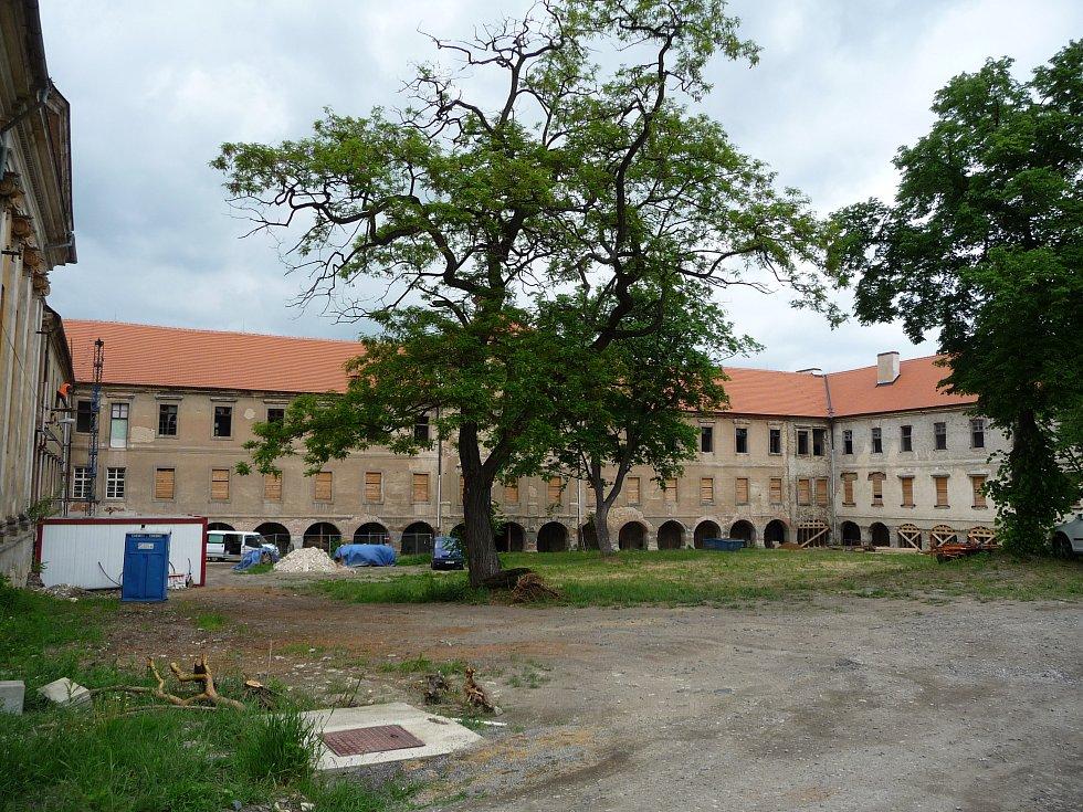 Zámek Buštěhrad.