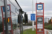 Do konce května bude v Kladně bezmála sedmdesát chytrých zastávek.