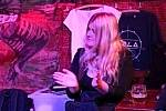 Kapela Lola pokřtila v kladenském Dundee Jam klubu klip ke své skladbě Kladnou hlavou, v níž hraje i Jaromír Jágr. Veronika Matysová