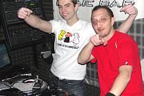 DJové se za mixážním pultem kladenského klubu BPM budou střídat celý týden.