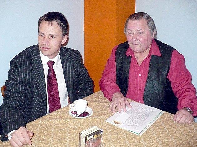 Generální sekretář ČMFS Rudolf  Řepka a předseda VV OFS Kladno František Běhounek.