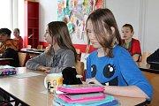 Plyšových Krtečků se ve škole sešlo několik desítek.