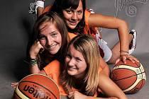 Trio starších žaček Sokola Kladno dokazuje, že v klubu hraje kromě sportu prim i krklaása mládí - Lucie Stöklová, Nikola Korychová a Kristýna Ježková.