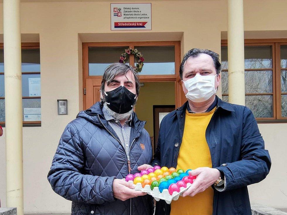 Velikonoční vajíčka pro obyvatele dětského domova v Ledcích.