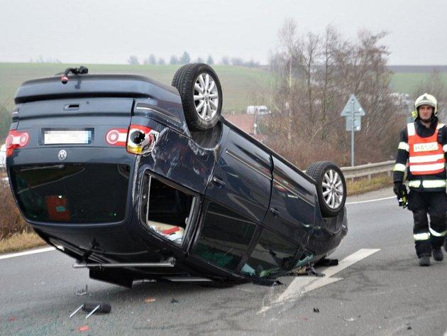 Středeční odpolední nehoda nedaleko Knovíze.