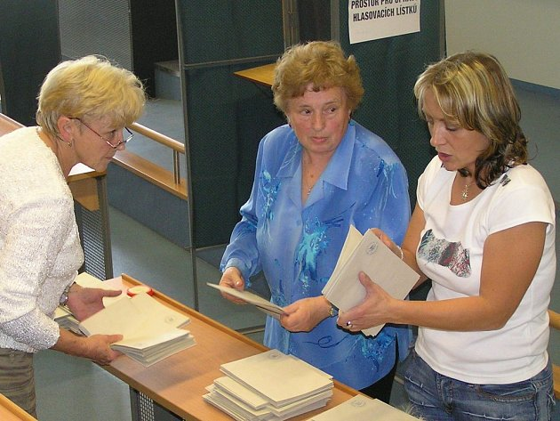Po uzavření volebních síní měly komise plné ruce práce se sčítáním hlasů.