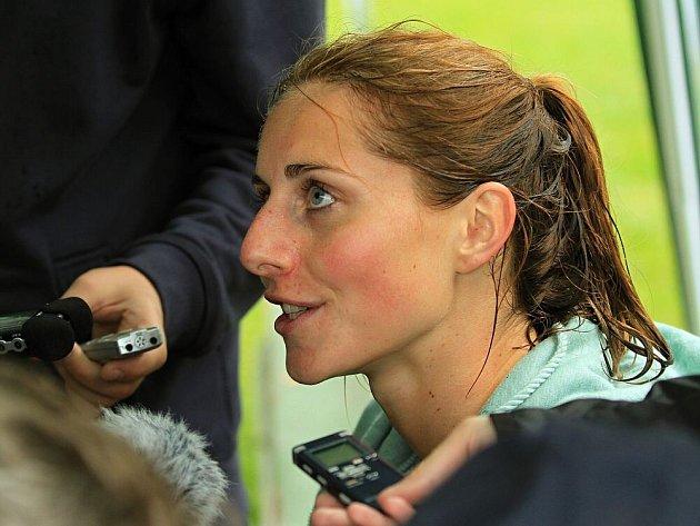 Eliška Klučinová vyhrála na mítinku vKladně sedmiboj včeském rekordu 6283bodů. Čtyřiadvacetiletá atletka vylepšila národní maximum o15 bodů a kvalifikovala se na olympijské hry jako letos vůbec první Kladeňačka