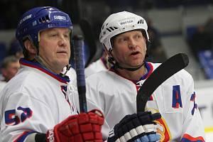 Poldi Kladno – Dukla Jihlava 2:2, Retro utkání k výročí 90. let kladenského hokeje, Josef Zajíc (vpravo) a Radek Knotek.