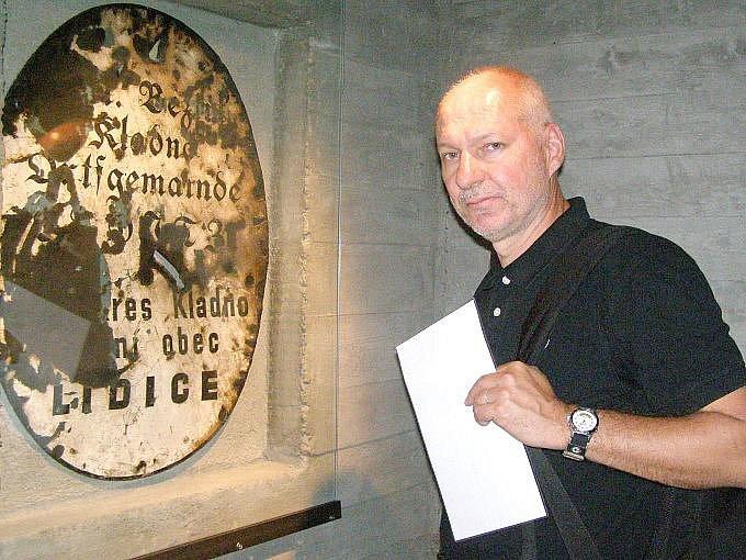 Režisér Petr Nikolaev má k tématu Lidic velmi blízko. Některé záběry se budou natáčet například v Hornickém skanzenu Mayrau.