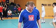 Velký turnaj SKFS rozhodčích se odehrál v Unhošti, vyhrál Mělník. Tady je kladenský Jiří Adam