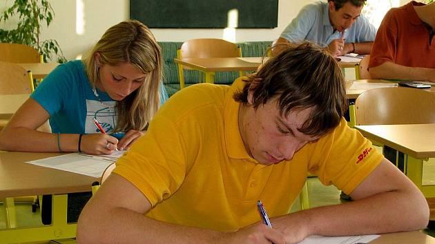 Ani při generálce nemohli studenti opustit místnost zkoušky. Odchod na toaletu nepřipadal v úvahu, stejné to bude i při zkouškán naostro.
