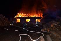 Plameny pohltily truhlárnu v obci Libušín - Důl u Kladna.