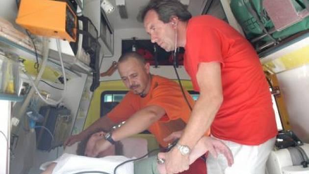 Záchranáři se mají kvůli kolapsům z horka co otáčet.