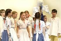 TŘIADVACÁTÝ ROČNÍK FOLKLORNÍHO FESTIVALU Tuchlovická pouť 2016 bude nabitý bohatým programem.