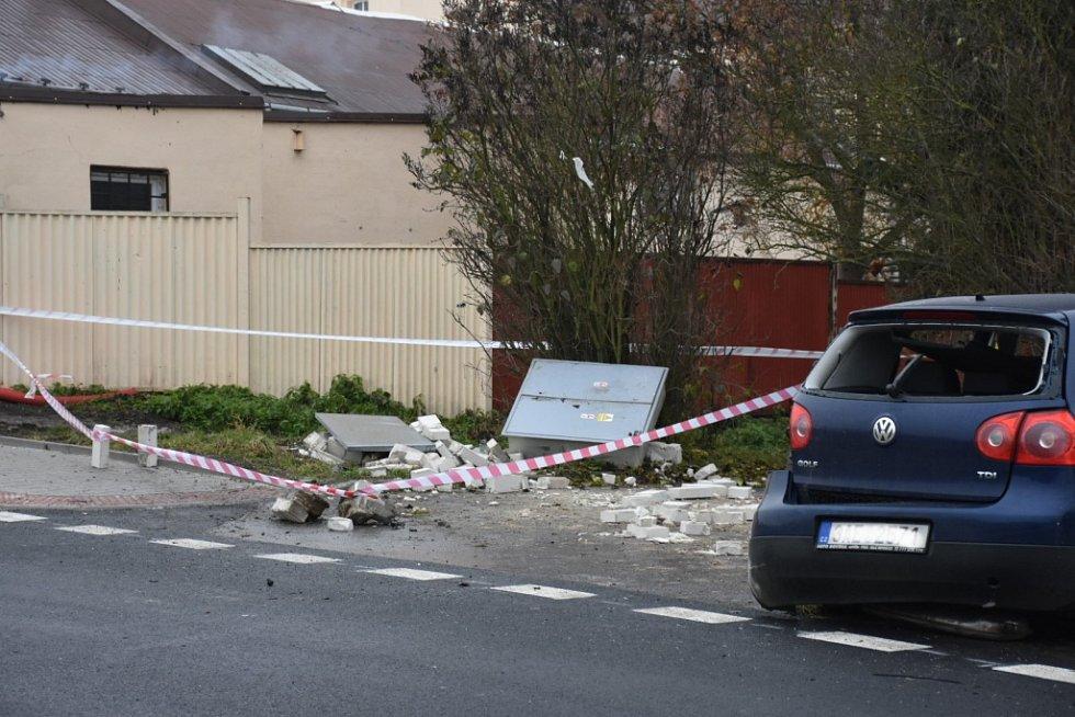 Nehoda modrého golfu v Kladně-Kročehlavech