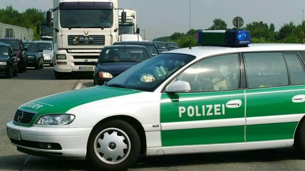 Automobil německých policistů.