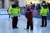 Děti se utkaly na kluzišti na náměstí Starosty Pavla hned v několika disciplínách.