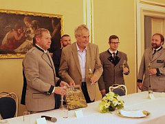 O křest knihy se postaral prezident České republiky Miloš Zeman spolu s ředitelem Lesní správy Lány Milošem Balákem.