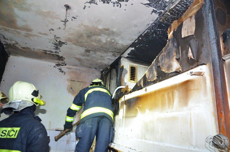 Oheň bytu v domě v ulici Milady Horákové v Kladně.