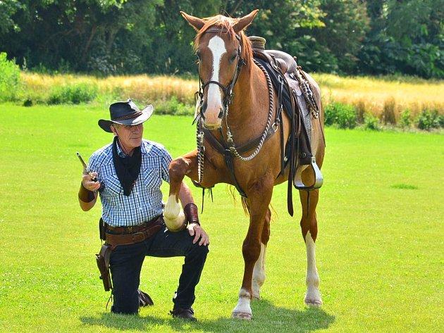 SOUČÁSTÍ FESTIVALU  bylo také westernové vystoupení pana Ladislava Špáni se svým koněm Sagarem.
