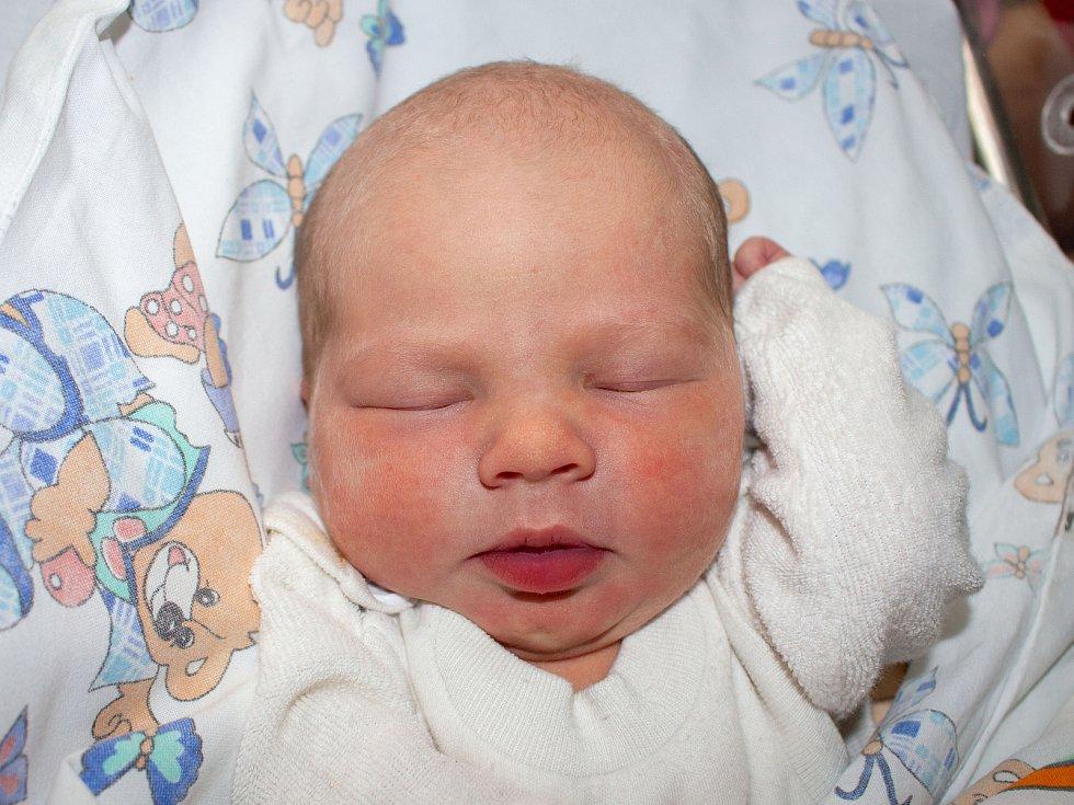 AMALIE URIKOVÁ, TUCHLOVICE. Narodila se 21. listopadu 2019. Po porodu vážila 3,15 kg a měřila 49 cm. Rodiče jsou Lucie Uriková a Tomáš Zeisl. (porodnice Slaný)