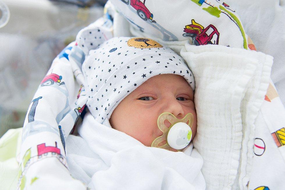 Matěj Zahrádka se narodil v nymburské porodnici 6. ledna 2021 v 14:03 hodin s váhou 3570 a mírou 50 cm. S maminkou Lucií, tatínkem Tomášem a sestřičkou Terezkou (5 let) bude chlapeček vyrůstat v Lysé nad Labem.