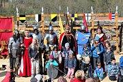 Velikonoční rytířskou slavnost nezhatilo ani aprílové počasí, návštěvníci si akci užili.