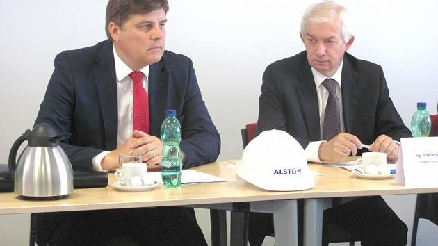 Generální ředitel a jednatel Alpiq Generation (CZ) Milan Prajzler (vpravo) a prezident Alstomu pro Českou republiku a Slovensko Petr Brzezina. .