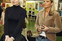 Patronkami této charitativní akce jsou Bára Nesvadbová (vlevo) společně s galeristkou Olgou Dvořákovou.