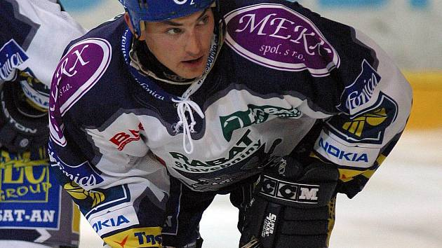 Hokejista Libor Procházka v kladenském dresu.