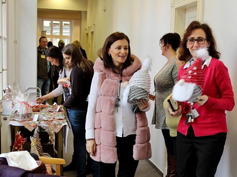 Advent zavítal na Krajský úřad Středočeského kraje ve středu 28. listopadu 2018. Poskytovatelé sociálních služeb spolu s krajem uspořádali opět tradiční vánoční výstavu.