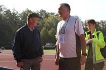 18. ročník Kladenského maratonu. Na startu Vlastimil Zwiefehofer a šéf MK Kladno František Tůma.