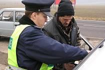 Až v příštím roce policisté zastaví řidiče bez dokladů, nepoputuje do cely, jak tomu v podobných případech bývá. Nebude ani podezřelý z trestného činu. Místo toho zaplatí pokutu, jejíž výši určí správní orgán (magistrát, městský úřad).