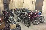 Pomozte při záchraně sbírky historických motocyklů po dědečkovi.