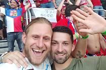 Vyslanci fotbalového SK Slaný v Budapešti! Čechům tam fandili proti Nizozemsku vlevo Jakub Hořejší a  Miroslav Mareš.