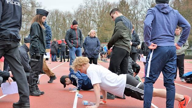 Studenti překonávali bariéry a podpořili hendikepovaného Jirku.