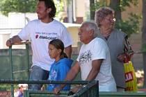 Tenisový turnaj osobností Kaprega Cup. Jeden z pořadatelů Radek Gardoň měl důvod k úsměvu.