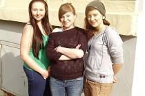 TŘI ZACHRÁNKYNĚ, které díky znalostem ze školy věděly, jak pomoci nemocnému muži. Zleva: Monika Purchartová, Veronika Purchartová, Barbora Řičicová.